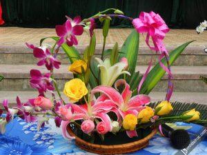 Cách cắm hoa ly ngày Tết vừa dễ vừa đẹp